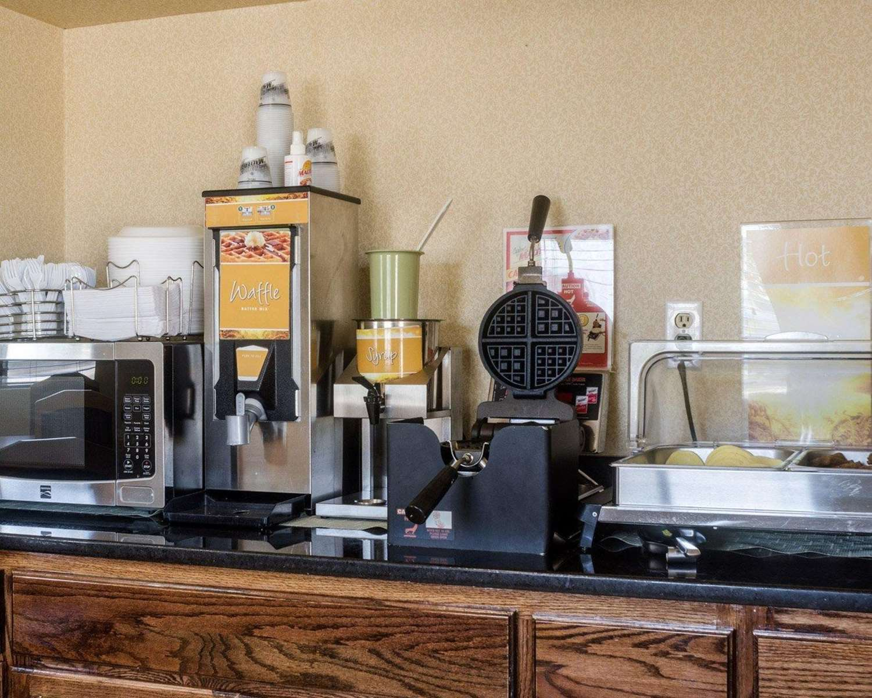 Restaurant - Quality Inn Topeka
