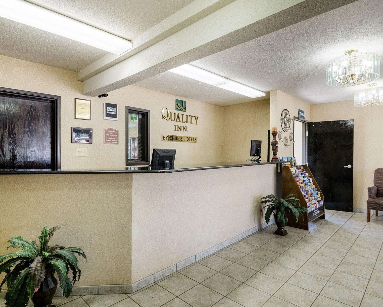 Lobby - Quality Inn Topeka