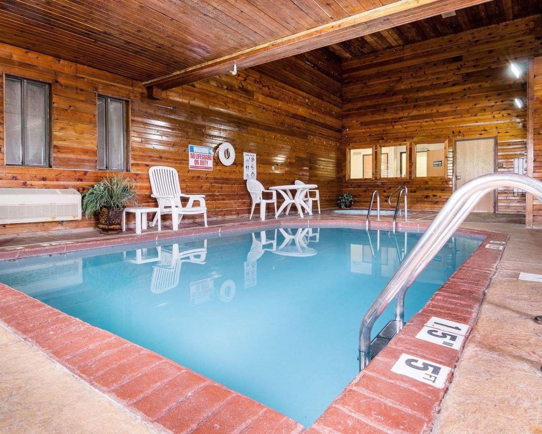 Pool - Quality Inn Topeka