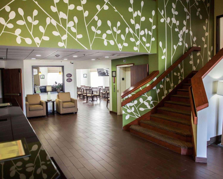 Lobby - Sleep Inn & Suites Topeka