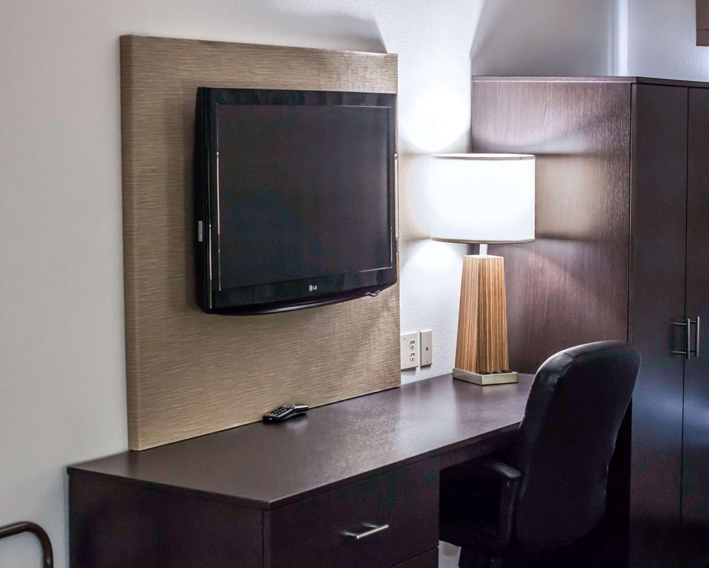 Suite - Sleep Inn & Suites Topeka