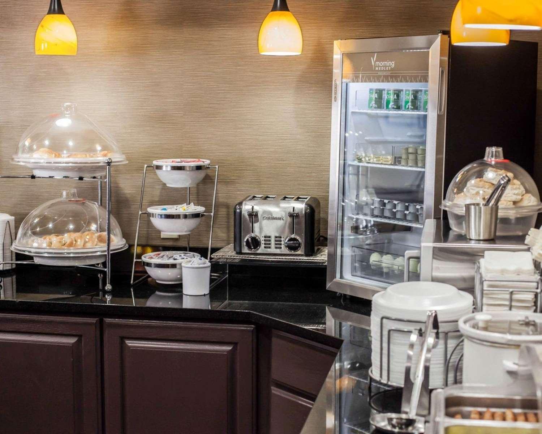 Restaurant - Sleep Inn & Suites Topeka