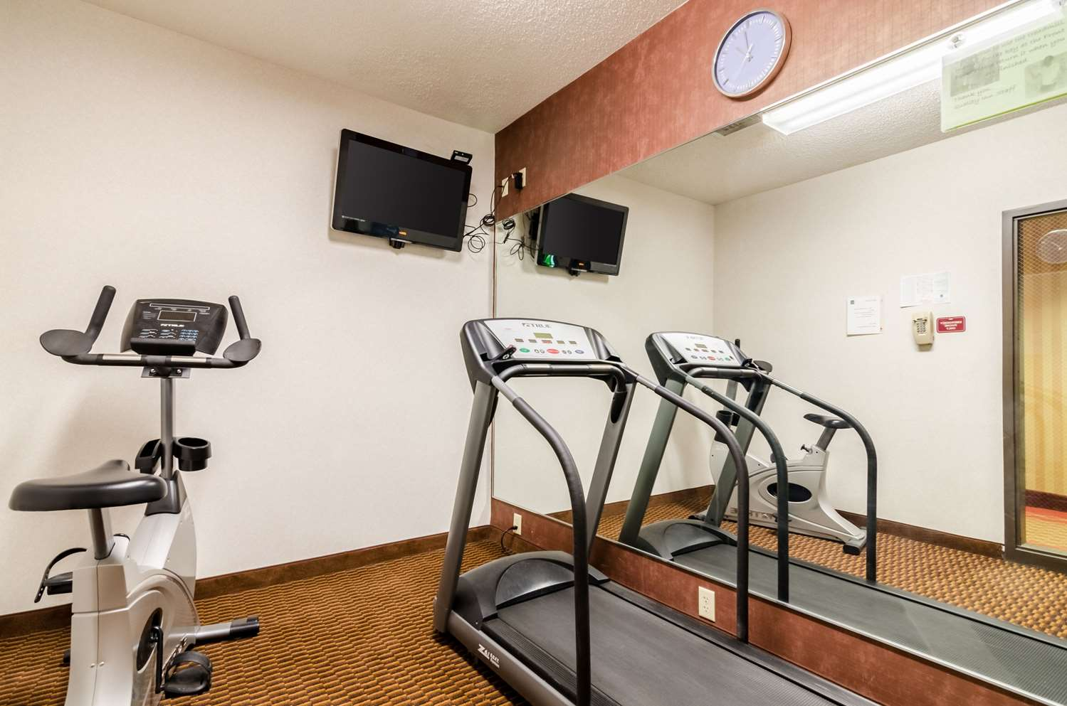 Fitness/ Exercise Room - Quality Inn Manhattan