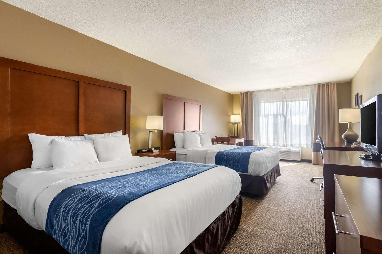 Room - Comfort Inn & Suites Pittsburg