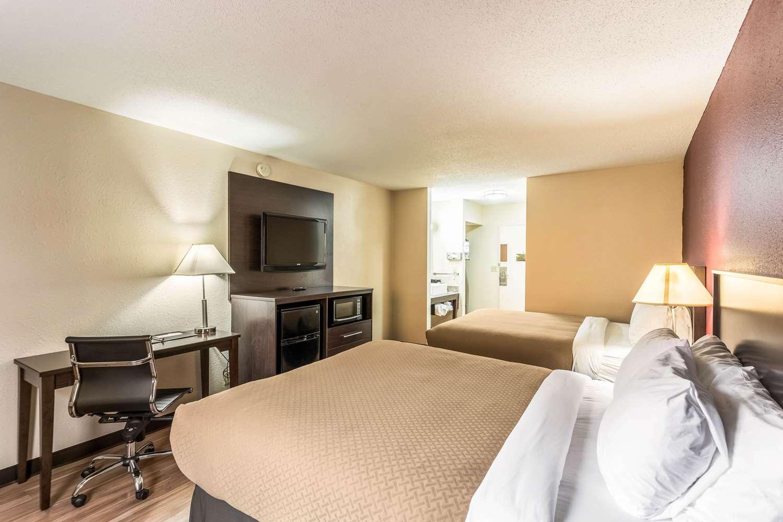Room - Quality Inn Colby