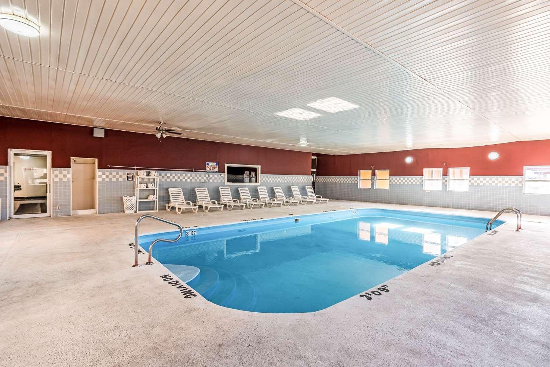 Pool - Quality Inn Colby