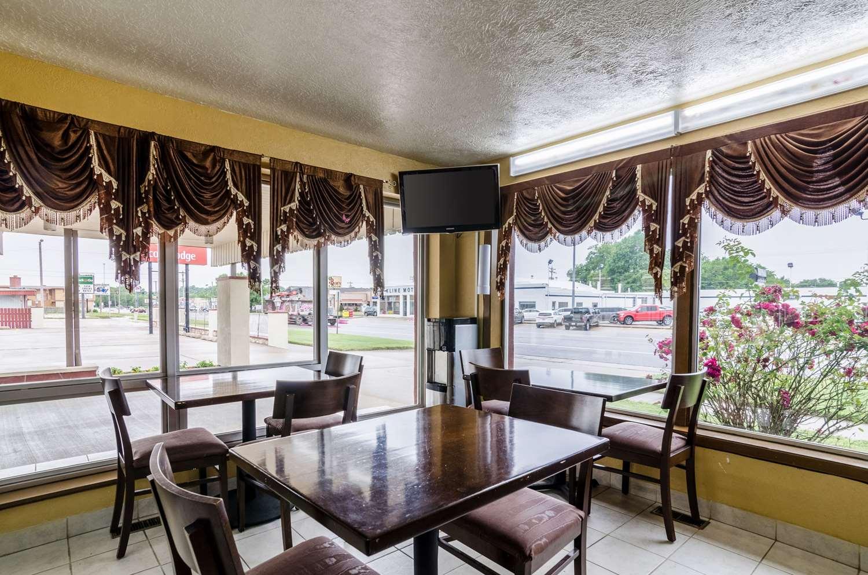 Restaurant - Econo Lodge Winfield