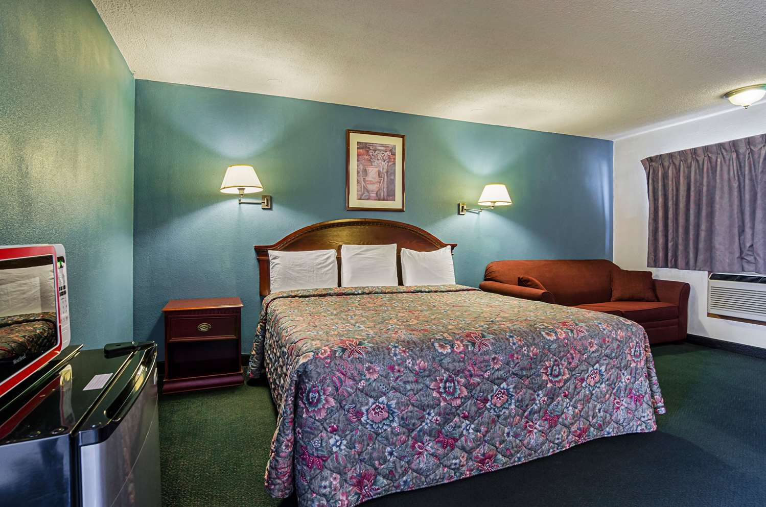 Room - Econo Lodge WaKeeney