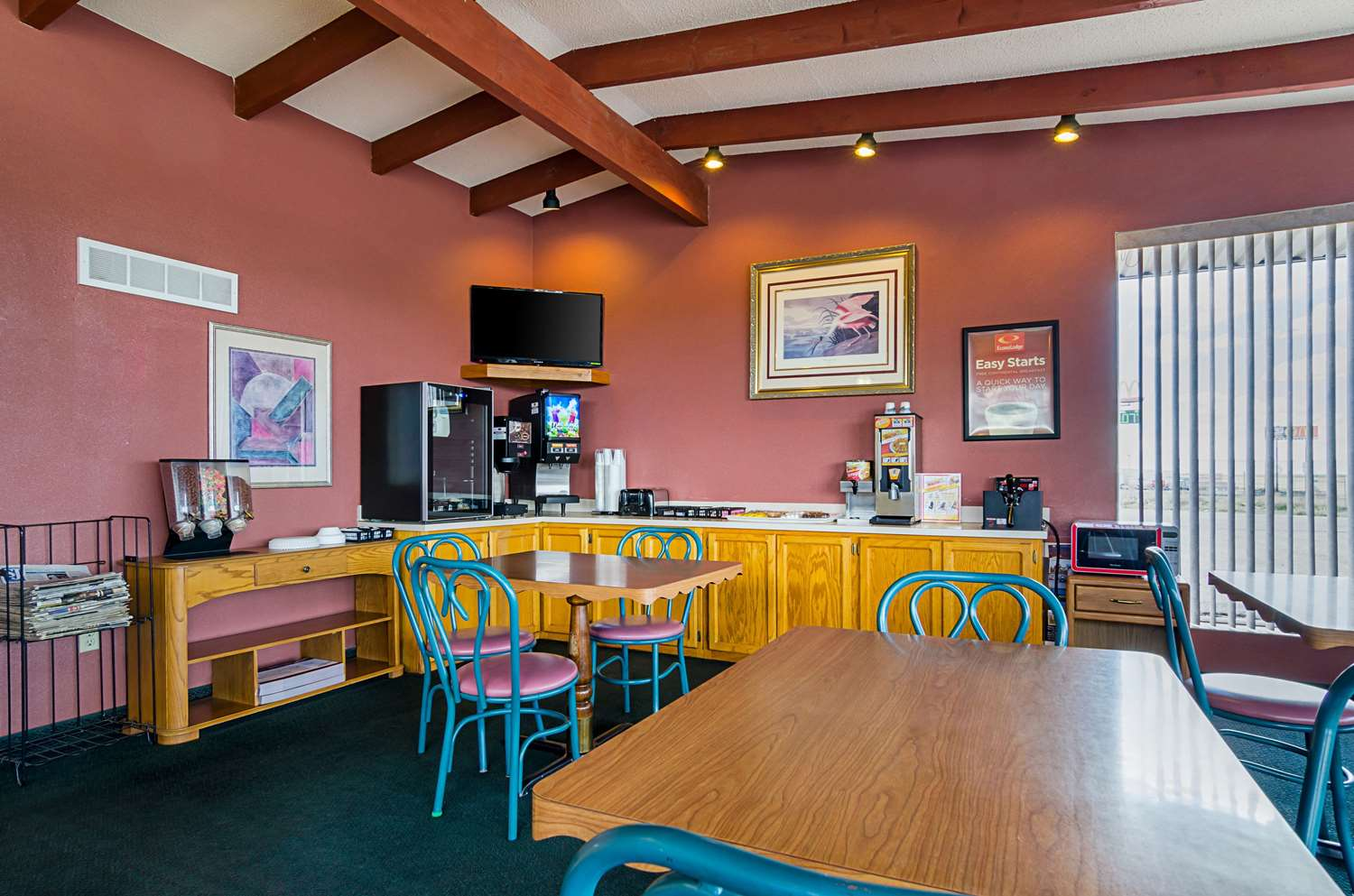 Restaurant - Econo Lodge WaKeeney