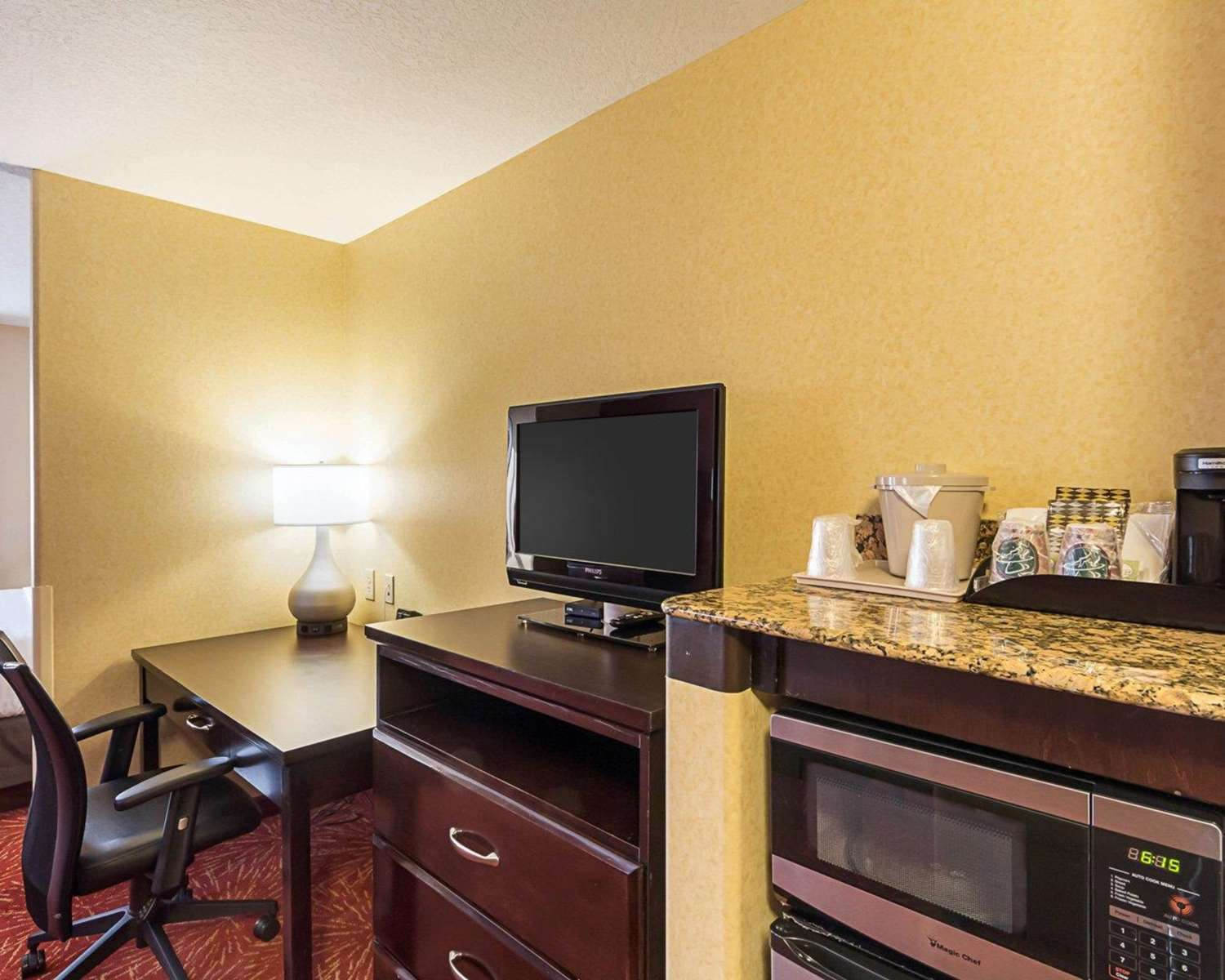 Room - Comfort Suites Airport Wichita