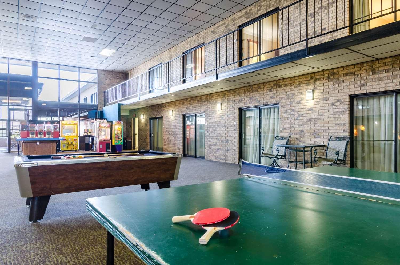 Pool - Quality Inn & Suites Salina