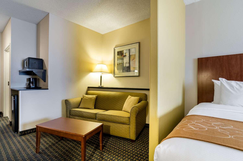 Room - Comfort Suites Pratt