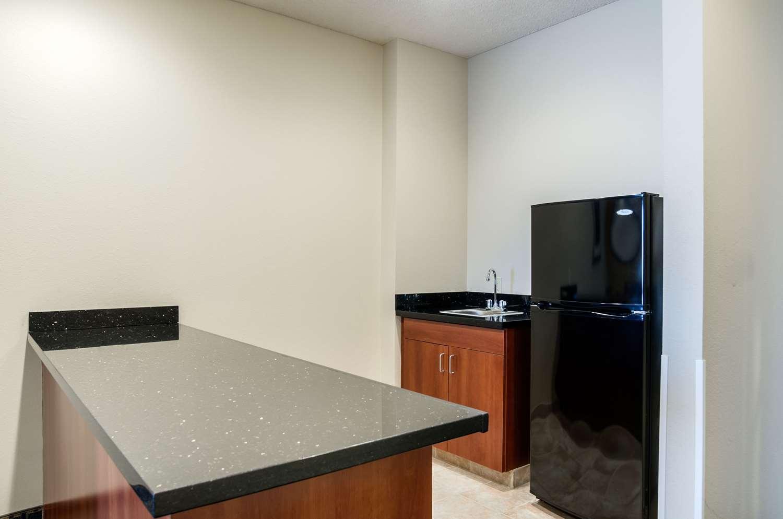 Suite - Comfort Suites Pratt