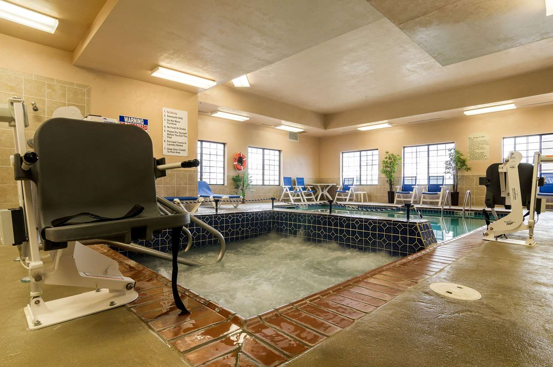 Pool - Comfort Suites Pratt