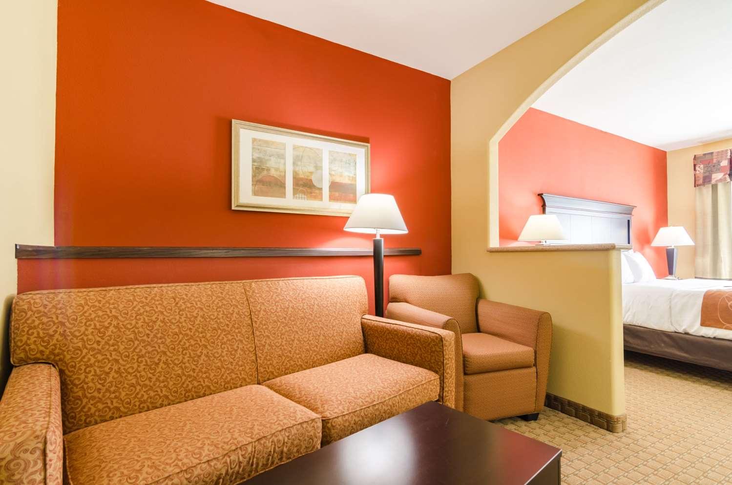 Room - Comfort Suites Salina