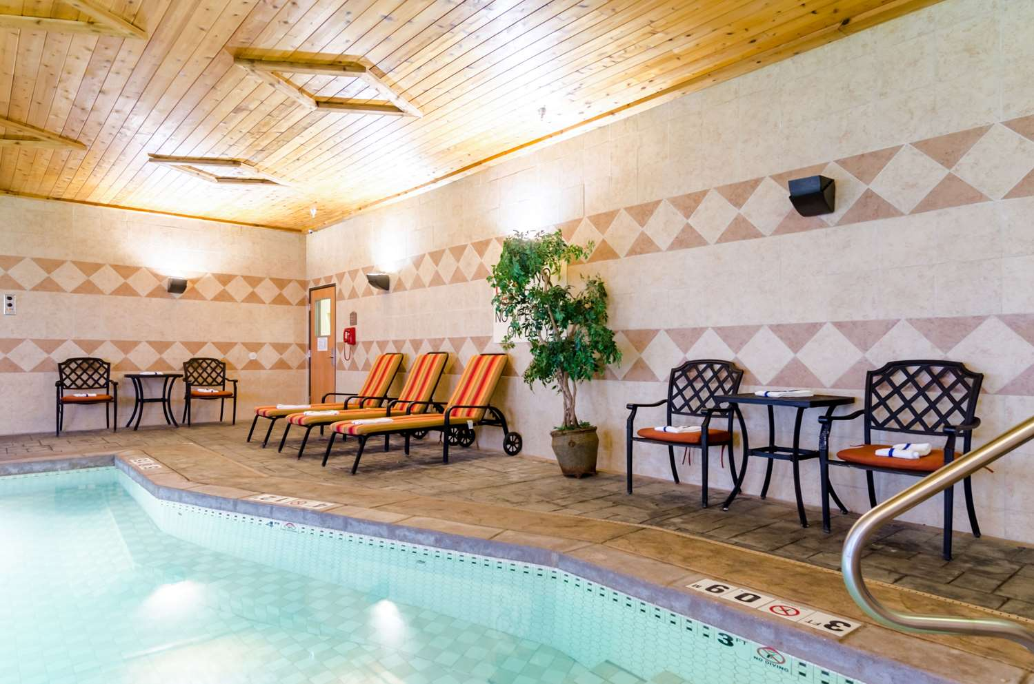 Pool - Comfort Suites Salina
