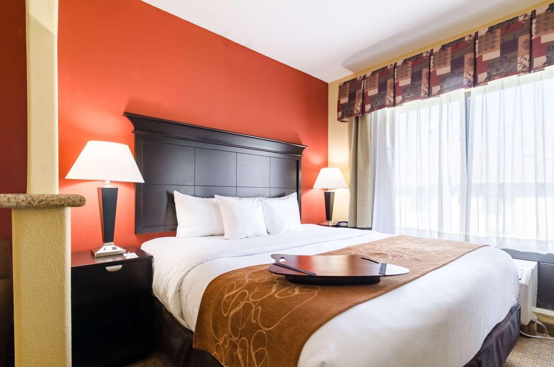 Suite - Comfort Suites Salina