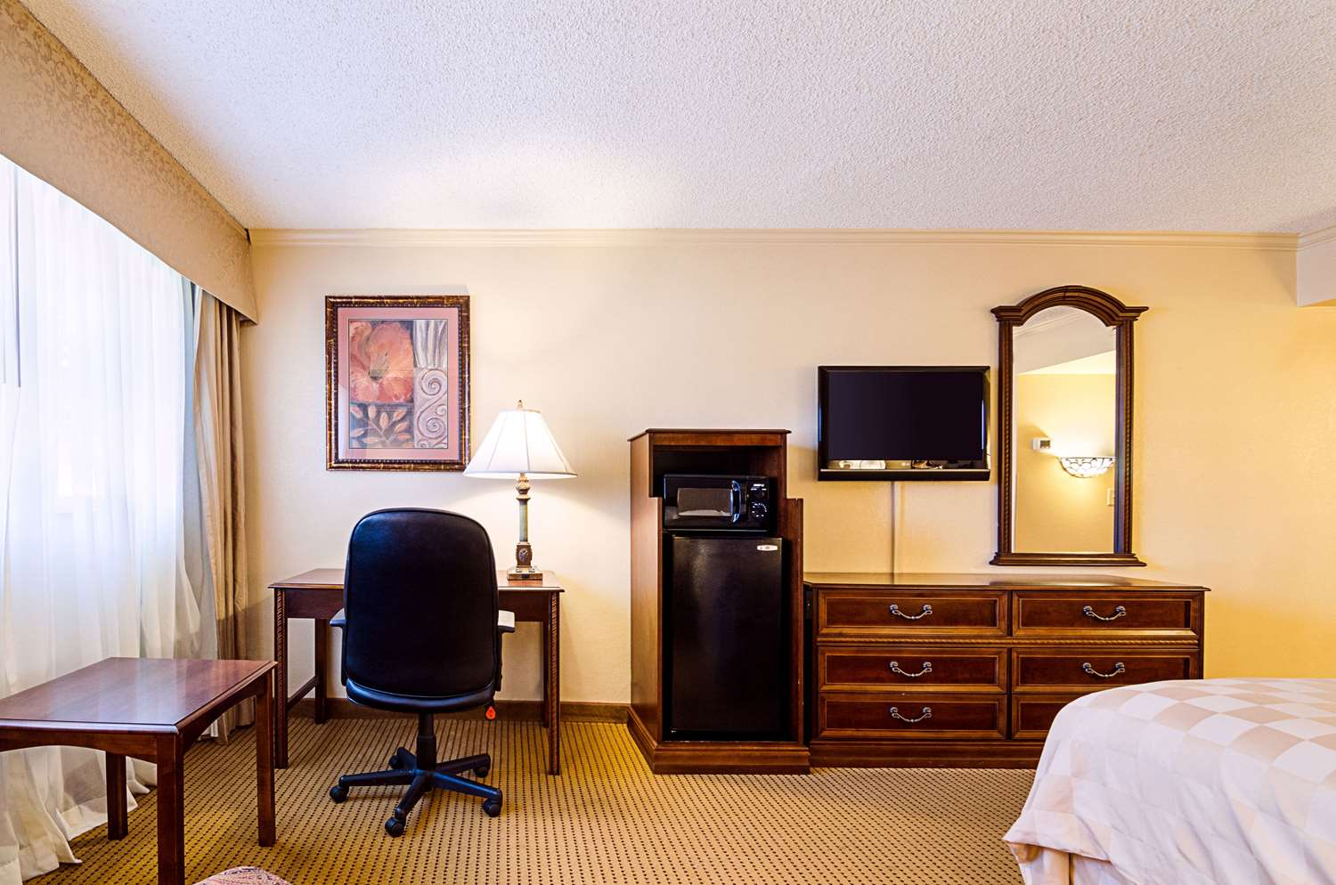 Room - Clarion Inn Garden City