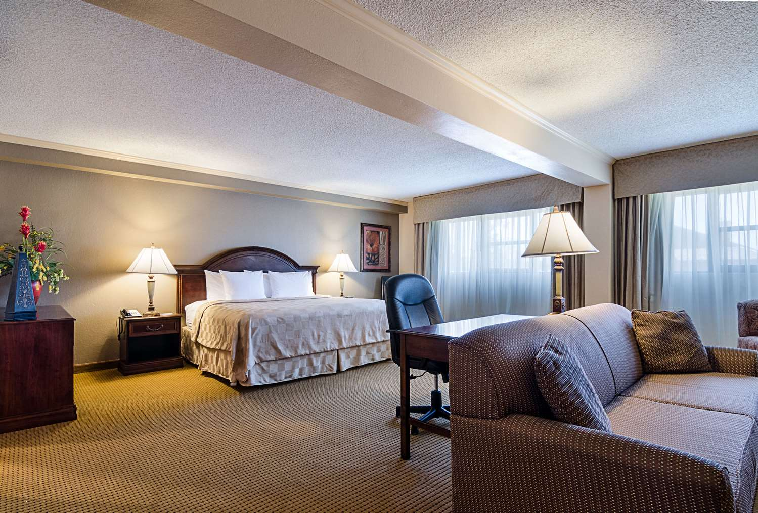 Suite - Clarion Inn Garden City