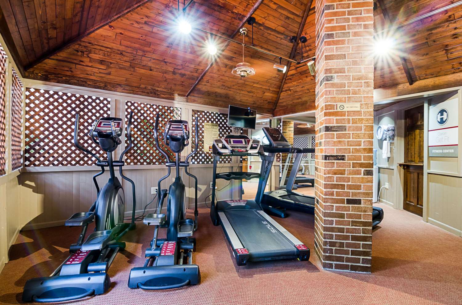 Fitness/ Exercise Room - Clarion Inn Garden City
