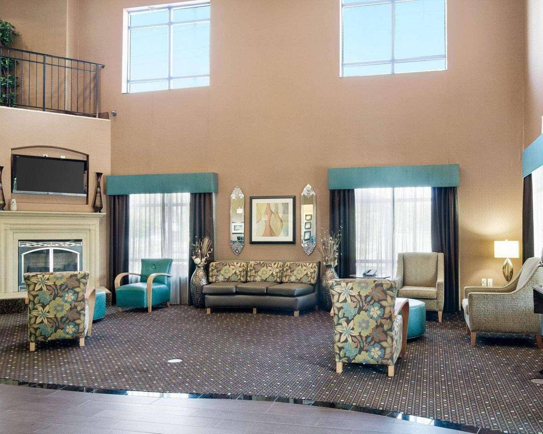 Lobby - Comfort Suites Topeka