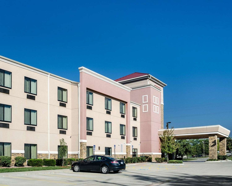 Exterior view - Comfort Suites Topeka