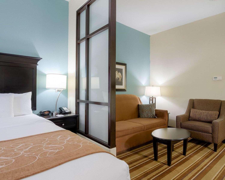 Suite - Comfort Suites Topeka