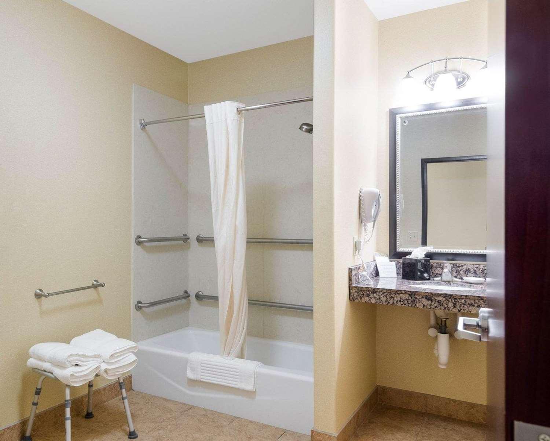 Room - Comfort Suites Topeka