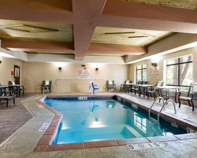 Pool - Comfort Suites Topeka