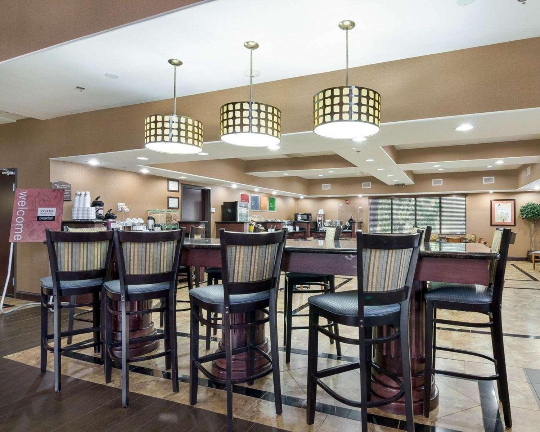 Restaurant - Comfort Suites Topeka