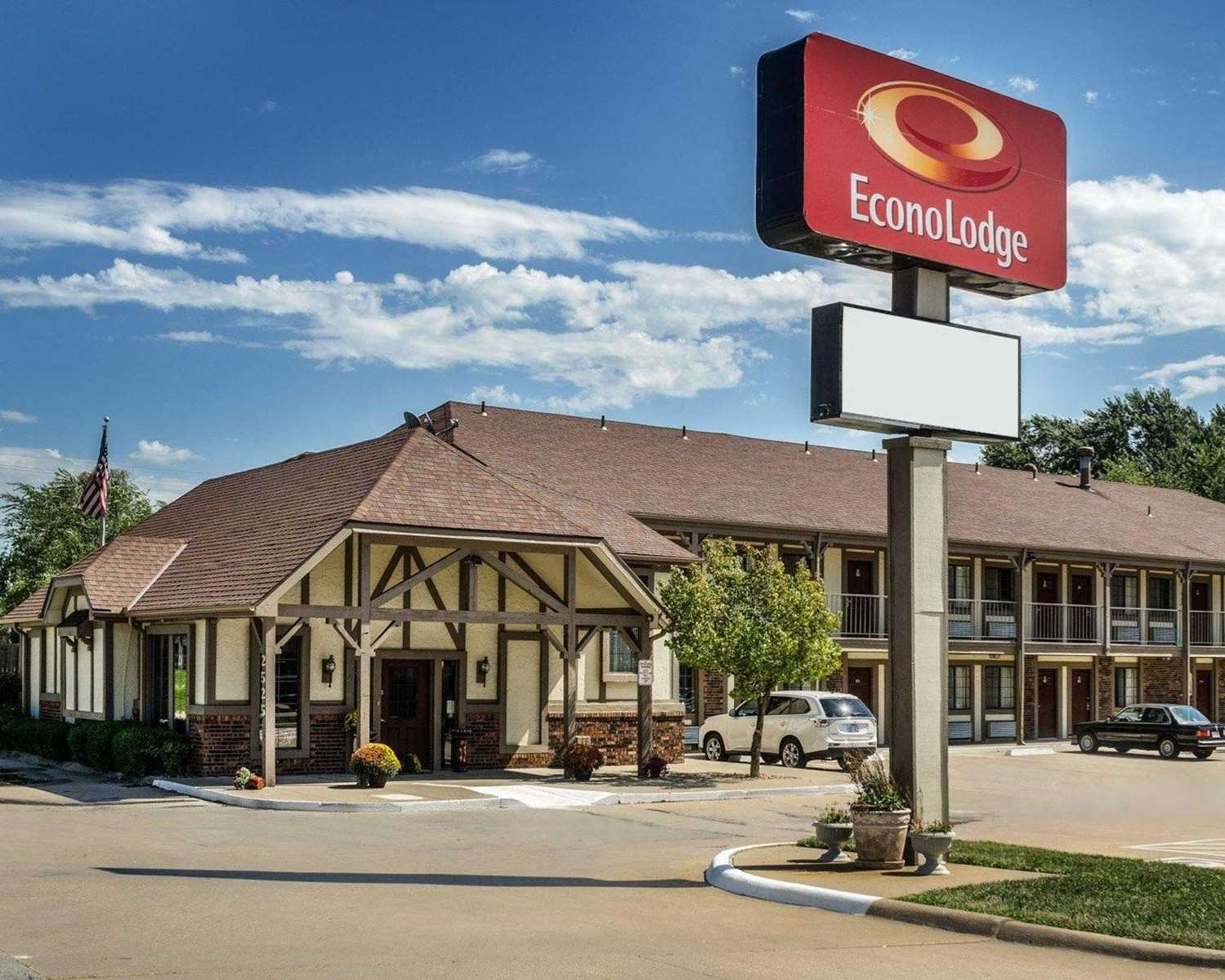 Exterior view - Econo Lodge Lawrence