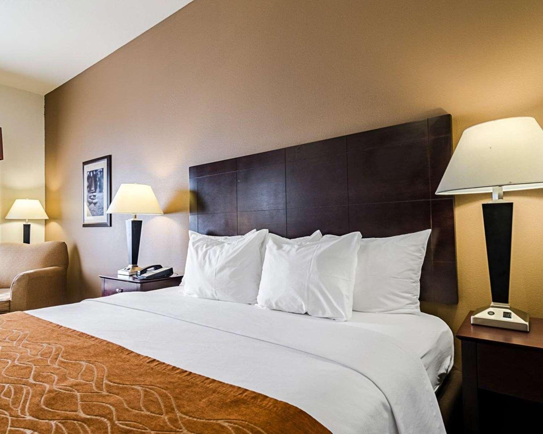 Room - Comfort Inn & Suites Lawrence