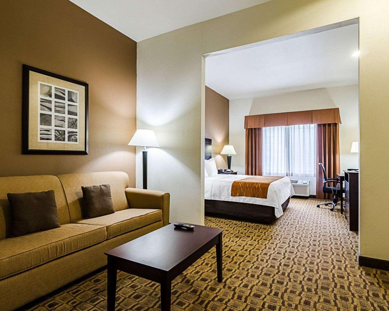 Suite - Comfort Inn & Suites Lawrence