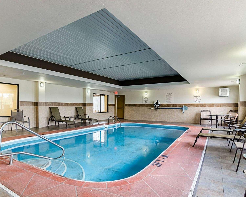 Pool - Comfort Inn & Suites Lawrence
