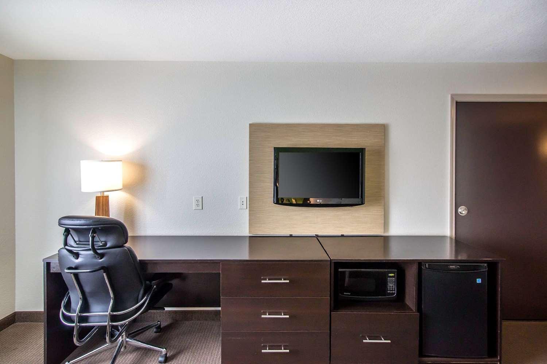 Room - Sleep Inn & Suites Haysville