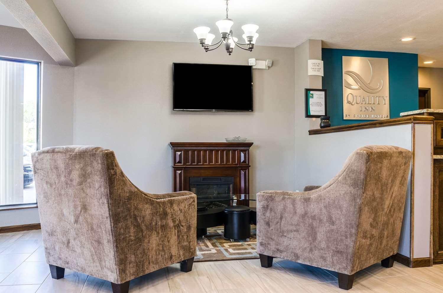 Lobby - Quality Inn Great Bend