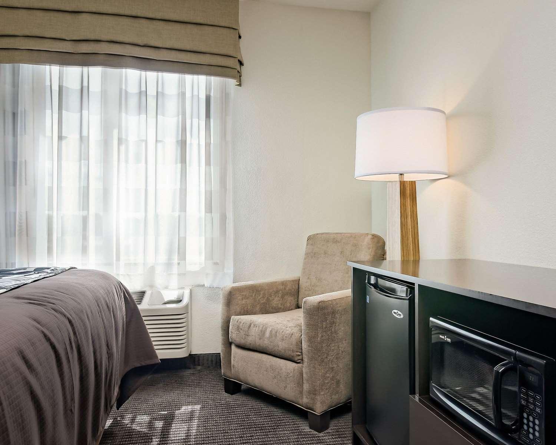 Room - Sleep Inn & Suites Fort Scott