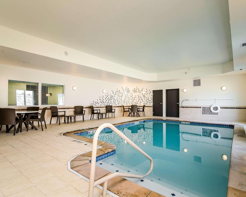 Pool - Sleep Inn & Suites Fort Scott