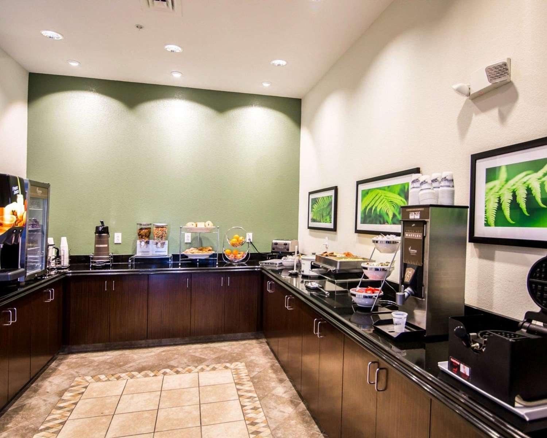 Restaurant - Sleep Inn & Suites Garden City