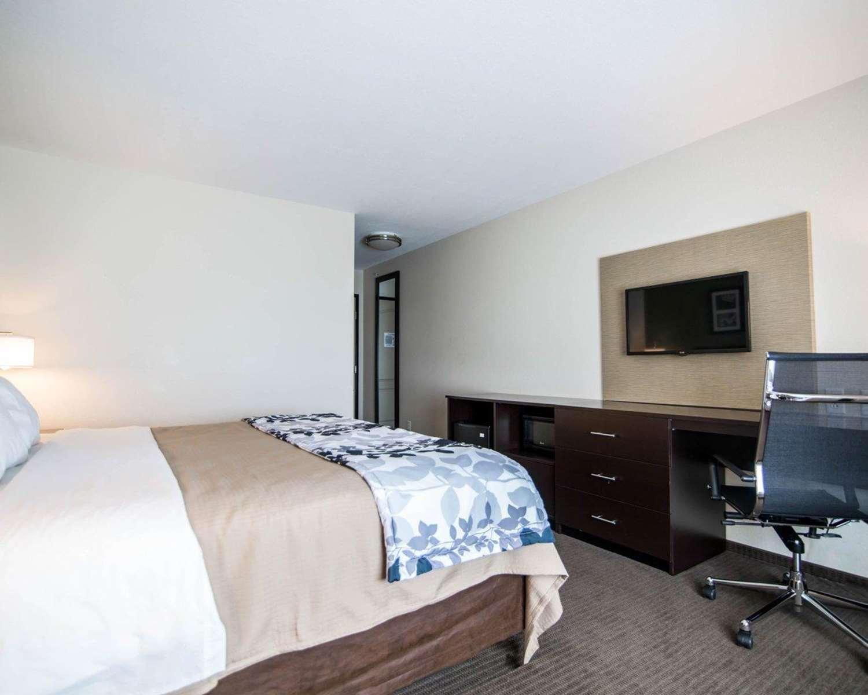 Room - Sleep Inn & Suites Garden City
