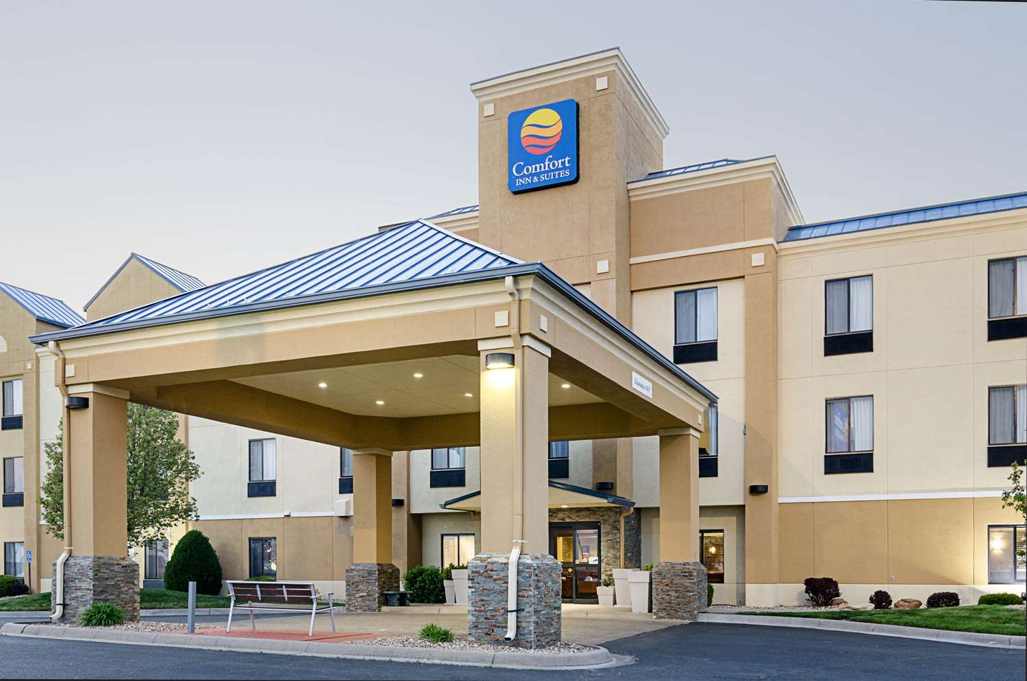 Exterior view - Comfort Inn & Suites Hutchinson
