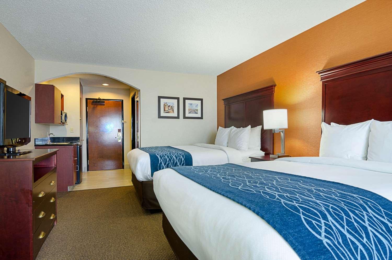 Suite - Comfort Inn & Suites Hutchinson