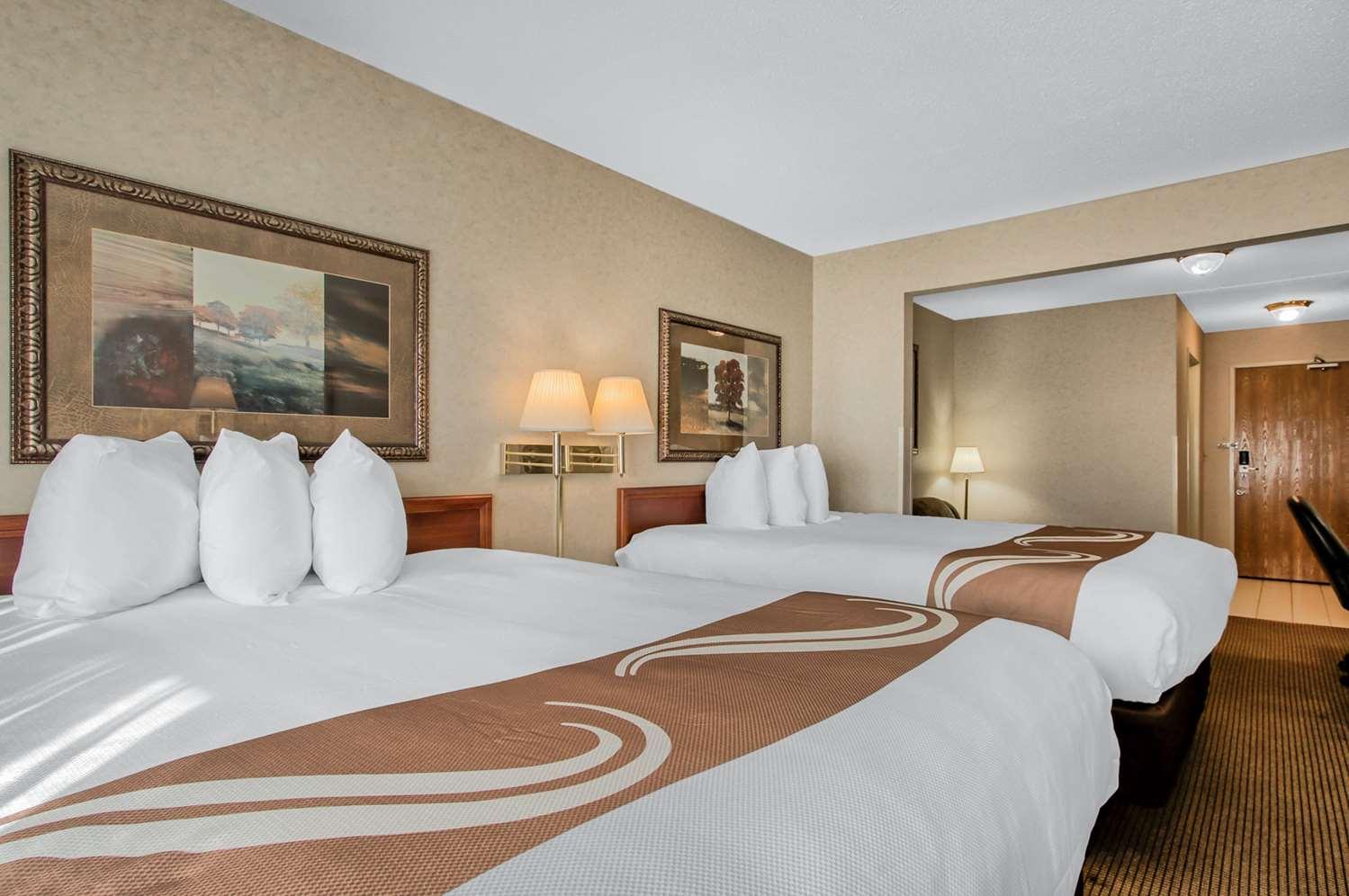 Room - Quality Inn & Suites Emporia