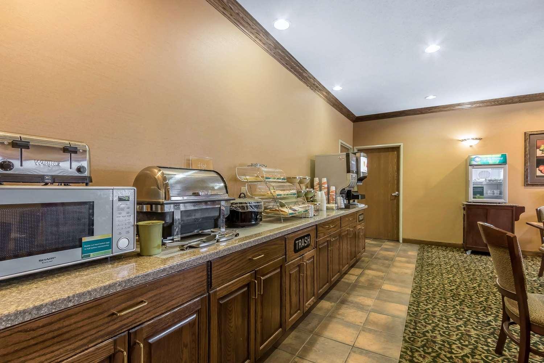 Restaurant - Quality Inn & Suites Emporia