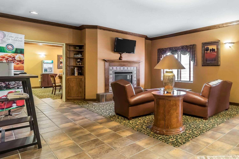 Lobby - Quality Inn & Suites Emporia