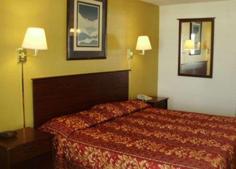 Room - Rodeway Inn Goddard