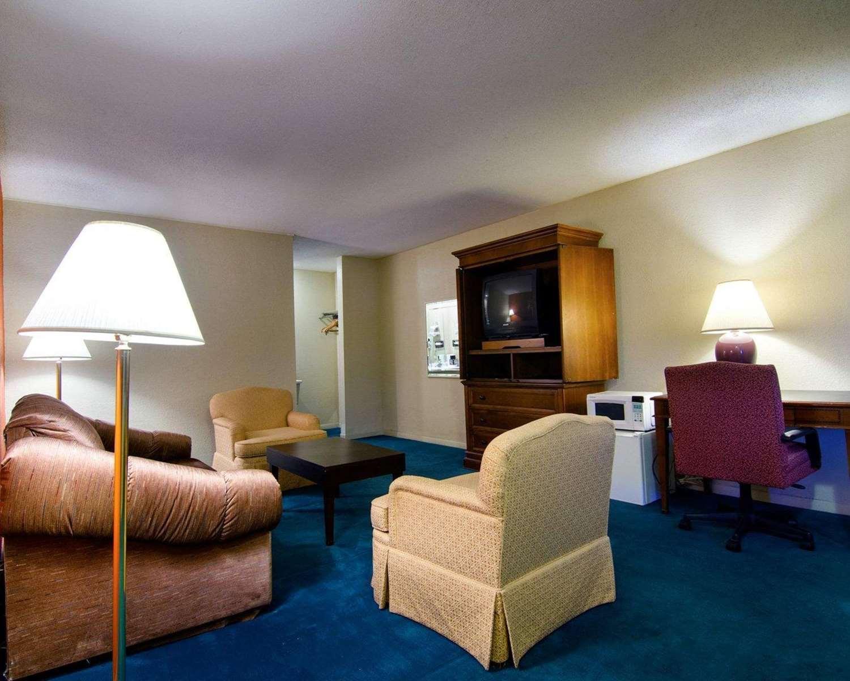 Suite - Rodeway Inn Emporia