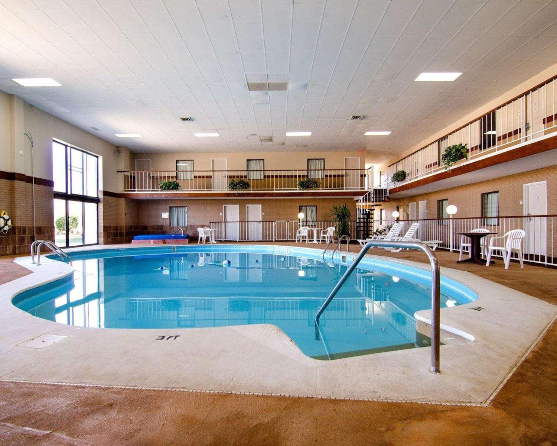 Pool - Rodeway Inn Emporia