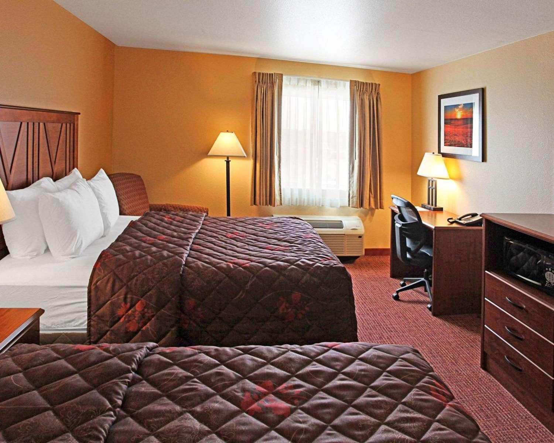 Room - Rodeway Inn & Suites Phillipsburg