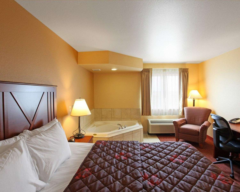 Suite - Rodeway Inn & Suites Phillipsburg